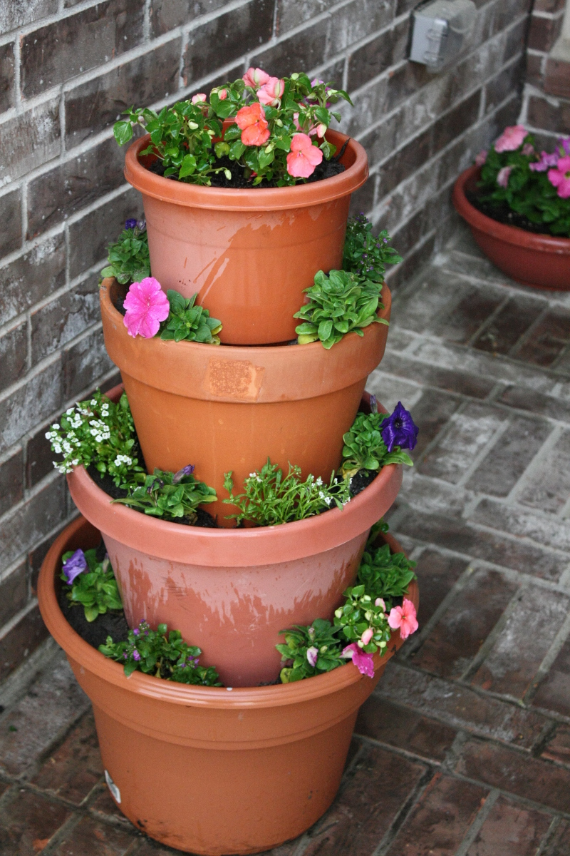diy tiered flower pot olivia 39 s kitchen n crafts. Black Bedroom Furniture Sets. Home Design Ideas